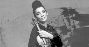 Видео | Ремек дело – Андријана Јаневска со балада за починатата мајка