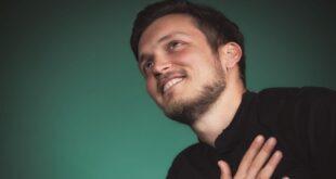 Видео | Никола Зацески со кавер на песна од Тоше по повод роденденот